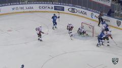 Гол. 3:0. Филатов Никита (Лада) забрасывает шайбу в ворота соперника