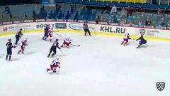 Гол. 4:7. Козун Брэндон (Локомотив) оформляет дубль, забросив шайбу в пустые ворота соперника
