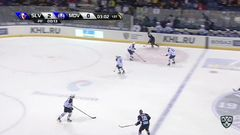 Гол. 3:0. Лушняк Патрик (Слован) забрасывает шайбу в ворота соперника в большинстве