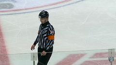 Удаление. Роман Граборенко (Динамо) наказан малым штрафом за атаку игрока, не владеющего шайбой