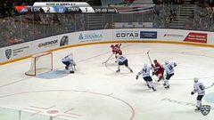 Удаление. Никита Комаров (Динамо) удалён на 2 минуты за удар клюшкой