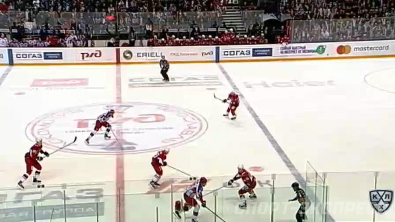 Удаление. Денис Осипов (Локомотив) удалён на 2 минуты за атаку игрока, не владеющего шайбой