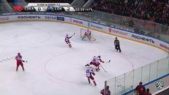 Удаление. Илья Любушкин (Локомотив) получил 2 минуты за опасную игру высоко поднятой клюшкой