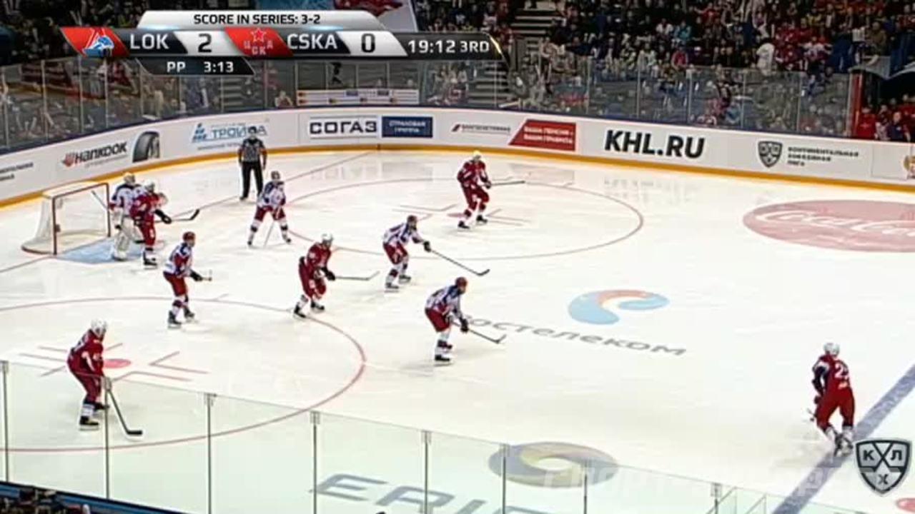 Гол. 3:0. Локтионов Андрей (Локомотив) забрасывает шайбу в ворота соперника в большинстве