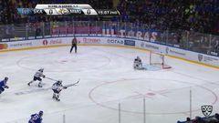 Гол.1:0. Андрей Зубарев (СКА) удачно бросил из средней зоны
