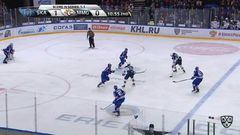 Удаление. Егор Яковлев (СКА) получил 2 минуты за опасную игру высоко поднятой клюшкой
